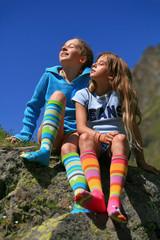 Enfants en chaussettes multicolor