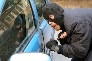 burglar wearing a mask (balaclava), car burglary