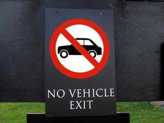 sign. no vehicle exit