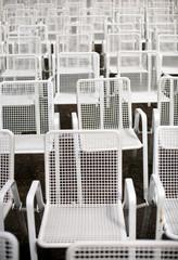 Stuhlreihen weiß frontal 1