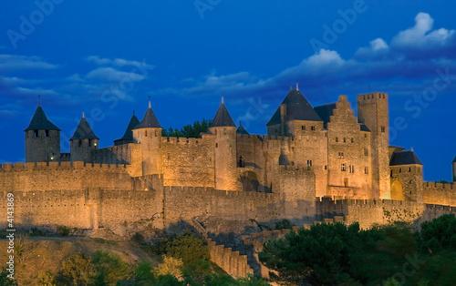 Carcassonne anocheciendo