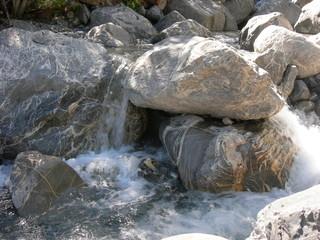 Rochers dans le lit d'une rivière - Couleau - Hautes Alpes
