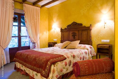 yelow bedroom