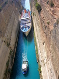 Paquebot passant le canal de Corinthe, Grèce