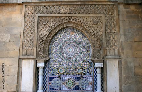 Leinwanddruck Bild fontaine et mosaïque marocaine