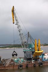 hydraulic dredge