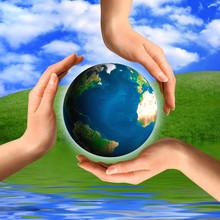 Koncepcyjne recyklingu symbolu Globe ziemi