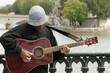 Guitariste dans les rues de Paris