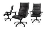 Trois fauteuil noir de bureau poster