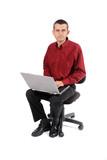Homme assis travaillant au bureau poster