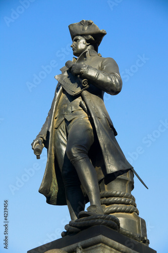 Captain Cook statue London