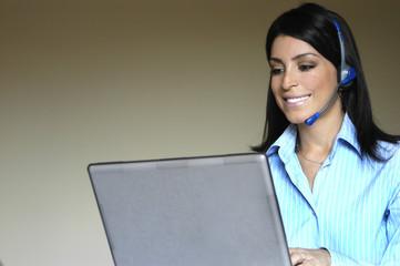 Secretaria no computador
