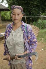 Hmong-Frau mit Sichel