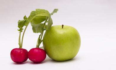 manzana y rabanitos