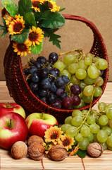 basket whit fruits