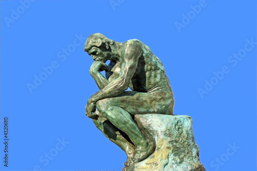 Papiers peints Statue Thinker isolated over blue