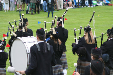 highland band rear view