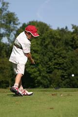 petit golfeur à l'impact