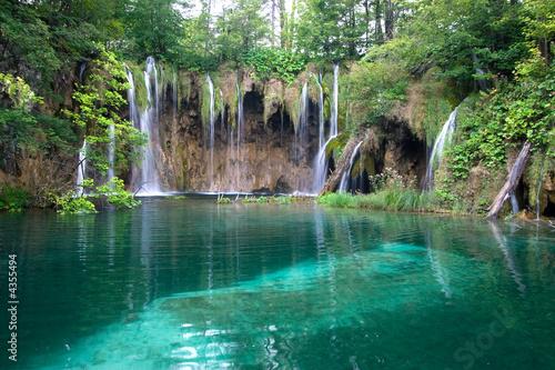 wodospad-turkusowy