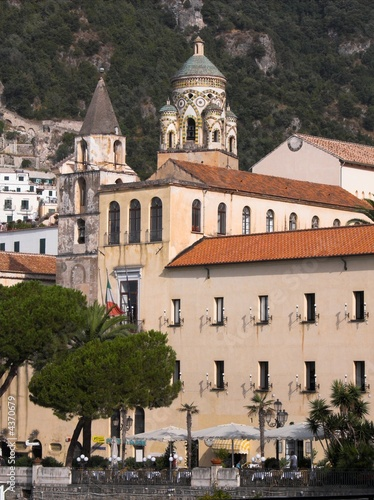 Amalfi panorama chiesa san Benedetto e campanile del duomo