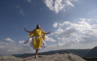 Gelber Mönch meditiert im Kranichstil
