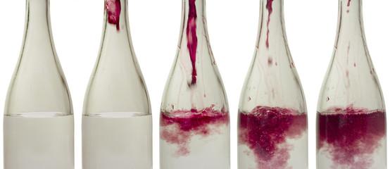bottiglie con acqua colorata - rosso