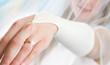 Un tocco di eleganza al matrimonio: i guanti.
