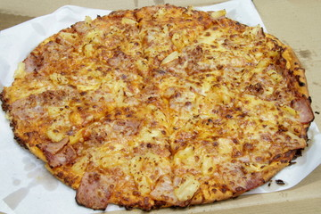 fresh hawaian  flavored pizza from a box