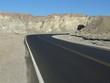 Straße durch felsige Wüste