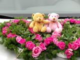 Décor de mariage : Peluches dans des coeurs de roses poster