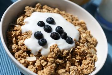 Granola with Berries & Yogurt Breakfast