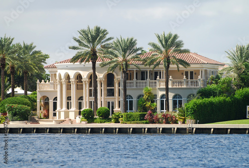 Wealthy waterfront residential community in Florida