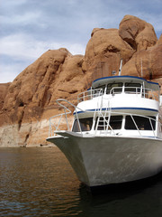 yacht on lake powell
