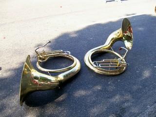 Trombones Dourados no Asfalto