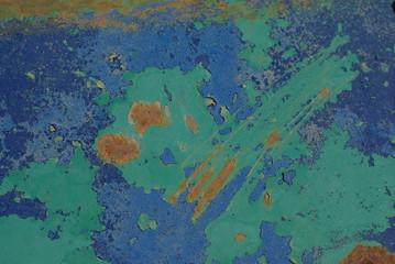 Peinture bleu et verte écaillée et rouillée