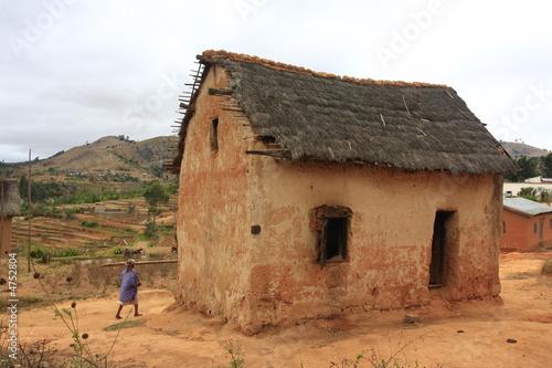 Maison traditionnelle madagascar photo libre de droits for Achat maison madagascar