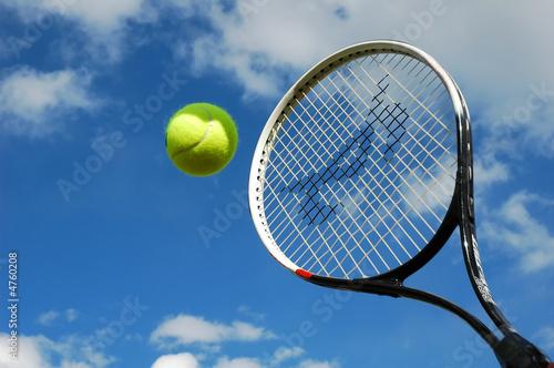 Leinwanddruck Bild tennis ball and raquet in action