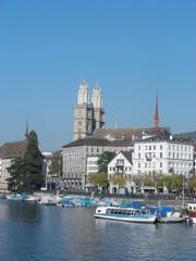 Zürich mit Blick auf Grossmünster-Kirche