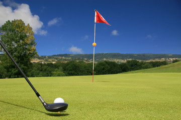 golf tir vers le drapeau