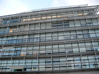 Immeuble de bureaux vitrés