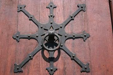 Ferronerie sur une porte de l'église Saint-Paul (Strasbourg)