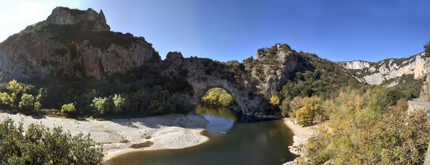 vallon pont d'arc ardeche canoe kayak rivière beau temps loisirs