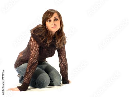 femme sensuelle accroupie