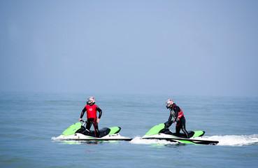 Jet Skis sur mer bleue