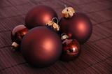 Braune Weihnachtskugeln poster