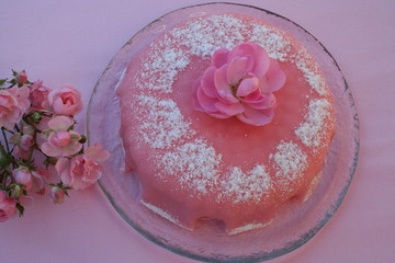 Gâteau with pink marzipan