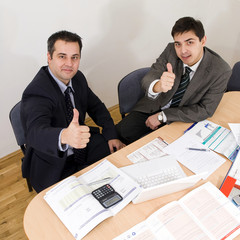 two collegues thumbs up