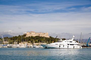 Yachthafen mit Festung