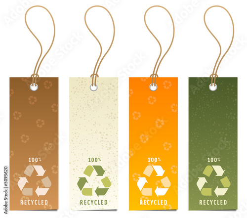 Set of 4 tags with recycling icons
