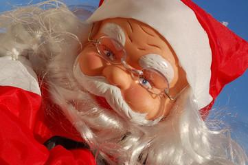 Le père Noël livre ses cadeaux